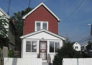 Foreclosed Home en 219TH ST, Springfield Gardens, NY - 11413