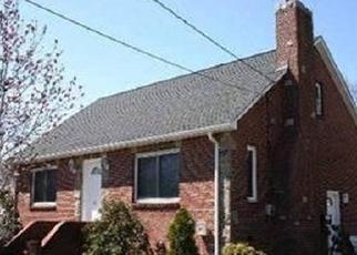 Foreclosed Home en HEILMAN AVE, Ronkonkoma, NY - 11779