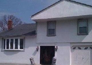 Foreclosed Home en COMPASS LN, Massapequa, NY - 11758