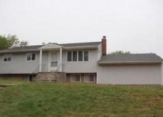 Foreclosed Home en NADINE LN, Port Jefferson Station, NY - 11776
