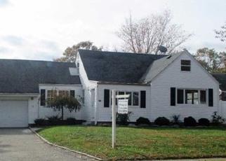 Foreclosed Home en PARKSIDE LN, North Babylon, NY - 11703