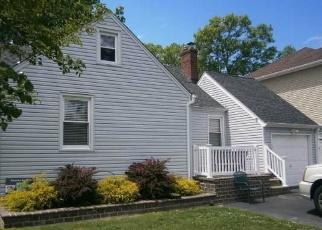 Foreclosed Home en AVENUE B, West Babylon, NY - 11704