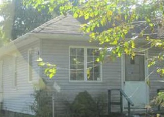 Foreclosed Home en W 11TH ST, Huntington Station, NY - 11746