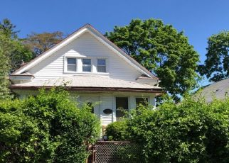 Foreclosed Home en COLONIAL AVE, Freeport, NY - 11520