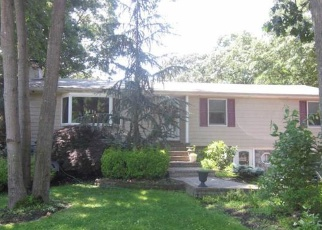 Foreclosed Home en OZARK ST, Ronkonkoma, NY - 11779