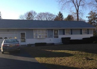 Foreclosed Home en W COLLEEN DR, Albany, NY - 12205