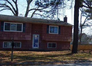 Foreclosed Home en ROSE PL, West Babylon, NY - 11704