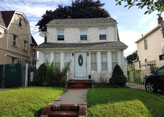 Foreclosed Home en 215TH ST, Queens Village, NY - 11428