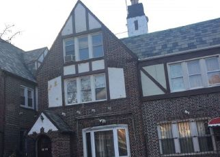 Foreclosed Home en 72ND ST, Jackson Heights, NY - 11372