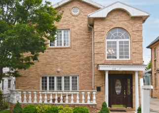 Foreclosed Home en 67TH AVE, Forest Hills, NY - 11375