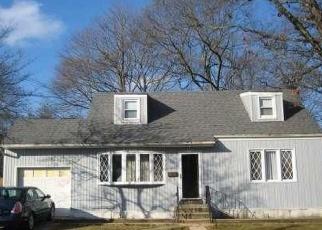 Foreclosed Home en BEECHER RD, North Babylon, NY - 11703