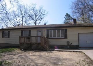 Foreclosed Home en MAPLE LN, Medford, NY - 11763