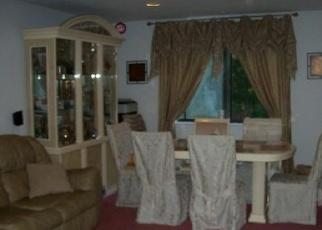 Foreclosed Home en WINDING LN, Islandia, NY - 11749