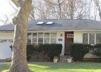 Foreclosed Home en COE PL, Huntington Station, NY - 11746