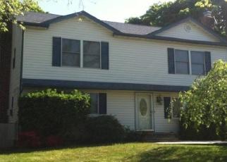 Foreclosed Home en HARKIN LN, Hicksville, NY - 11801