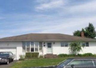 Foreclosed Home en DEWITT AVE, North Babylon, NY - 11703