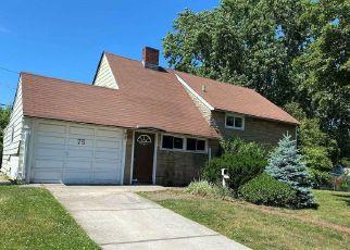 Foreclosed Home en HEARTH LN, Westbury, NY - 11590