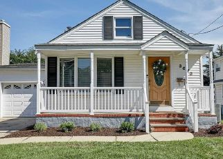 Foreclosed Home en LUFBERRY AVE, Wantagh, NY - 11793