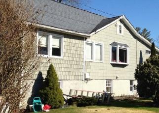 Foreclosed Home en WOODLAND DR, Carmel, NY - 10512