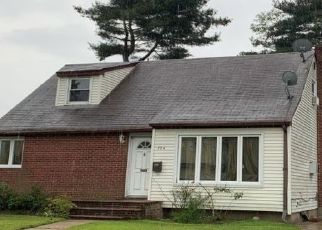 Foreclosed Home in WINTER AVE, Uniondale, NY - 11553
