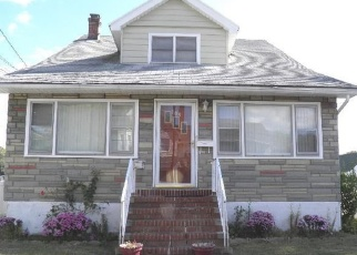 Foreclosed Home en BISMARK AVE, Valley Stream, NY - 11581