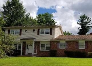Foreclosed Home en TIOKEN RD, Spring Valley, NY - 10977