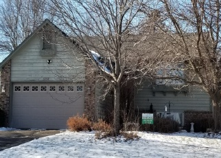 Foreclosed Home en GOLFVIEW AVE N, Saint Paul, MN - 55128