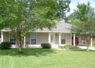 Foreclosed Home in VILLAGE GREEN DR, Greenwell Springs, LA - 70739