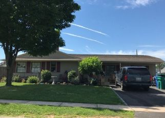 Foreclosed Home en SWAN LN, Levittown, PA - 19055