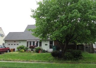 Foreclosed Home en KINDLE LN, Levittown, PA - 19055