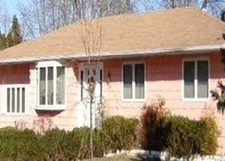 Foreclosed Home en STEPNEY LN, Brentwood, NY - 11717