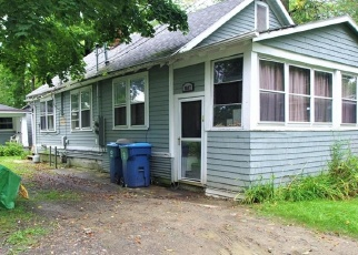 Foreclosed Home en POINT BREEZE DR, Angola, NY - 14006