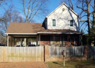 Foreclosed Home en MIDWOOD RD, West Babylon, NY - 11704