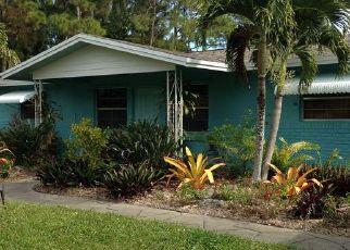 Foreclosed Home en SE LAKE CIRCLE DR, Stuart, FL - 34997