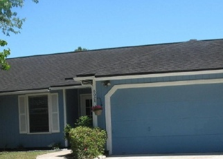 Foreclosed Home en HONEYSUCKLE LN, Jacksonville, FL - 32244