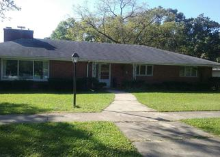 Foreclosed Home en OAKHILL RD, Elgin, IL - 60120