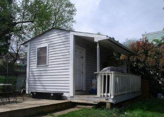 Foreclosed Home en RAINIER AVE, Mount Rainier, MD - 20712
