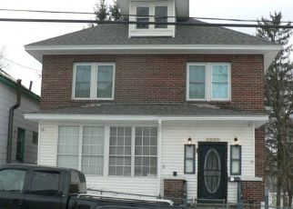 Foreclosed Home en 4TH ST, Rensselaer, NY - 12144