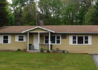 Foreclosed Home en GREENTREE DR N, Hyde Park, NY - 12538