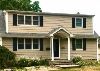 Foreclosed Home en WOODBINE DR S, Hicksville, NY - 11801