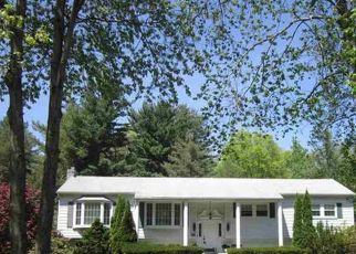 Foreclosed Home en BARNEY RD, Clifton Park, NY - 12065