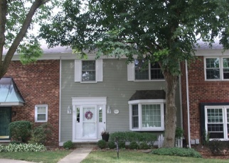 Foreclosed Home in WEDGEFIELD CIR, Naperville, IL - 60563