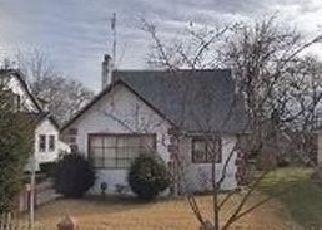 Foreclosed Home en HILBURN AVE, Saint Albans, NY - 11412