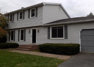 Foreclosed Home en CHARLES GATE, Fairport, NY - 14450