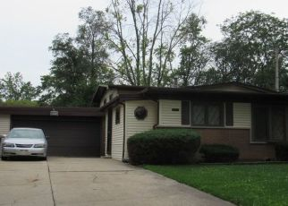 Foreclosed Home en PLEASANT DR, Chicago Heights, IL - 60411