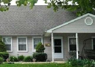 Foreclosed Home en QUAKEROAK RD, Levittown, PA - 19057