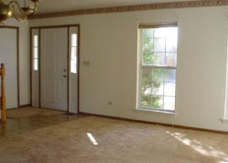 Foreclosed Home in LAKEWOOD FARMS DR, Bolingbrook, IL - 60490