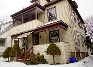 Foreclosed Home en OAK ST, Syracuse, NY - 13203