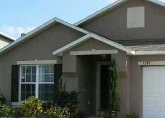 Foreclosed Home en AMBERLEY PARK CIR, Kissimmee, FL - 34743