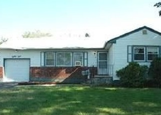 Foreclosed Home en W 16TH ST, Deer Park, NY - 11729